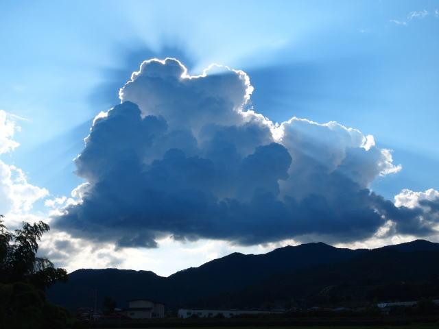 夏至の頃の太陽と雲