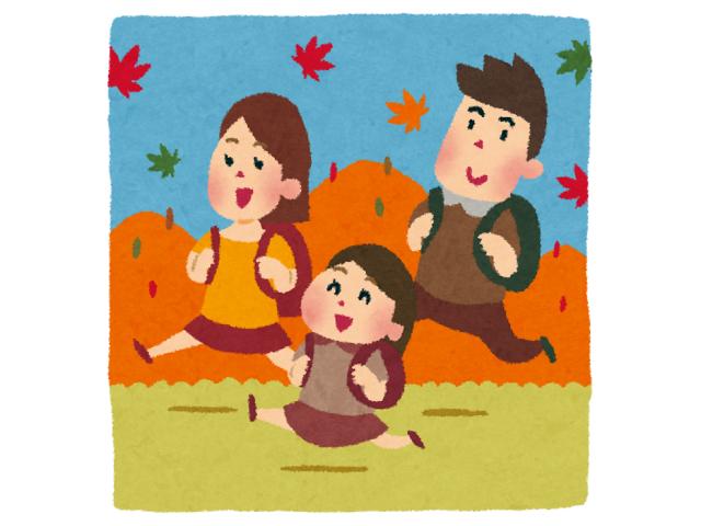 紅葉狩りにハイキングに出かける家族